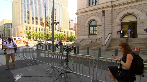 [NY] 'Fire Pantaleo!' Eric Garner's Daughter Surprises Press Outside Court