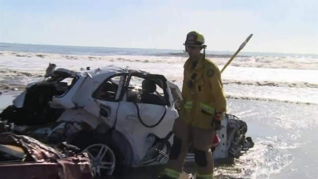 [NATL-LA] Cars Wash Up on Southern California Beach After Flood