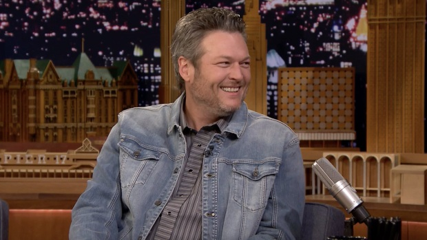 [NATL] 'Tonight': Blake Shelton and Kelly Clarkson Made Adam Levine Cry on New Year's Eve