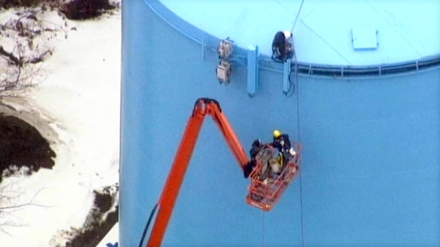 [NEWSC] Bucket Truck Suspended 120 Feet In Air