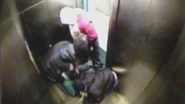 [NY] 3 Choked, Robbed Man in Elevator: Police