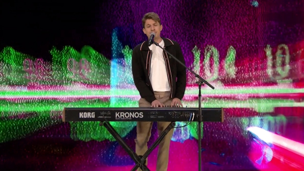 [NATL] 'Tonight': Charlie Puth Sings Blink-182, Lit and Spice Girls