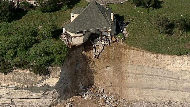 [DFW] Home Along Lake Whitney Falling Off Cliff