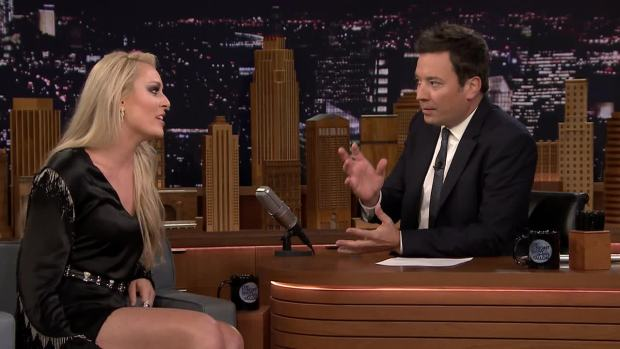 [NATL] 'Tonight': Lindsey Vonn Makes Jimmy Fallon Model an Olympic Onesie