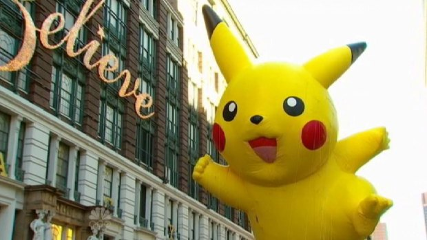[NY] Macy's Thanksgiving Parade Balloons Fly After Initial Weather Concerns