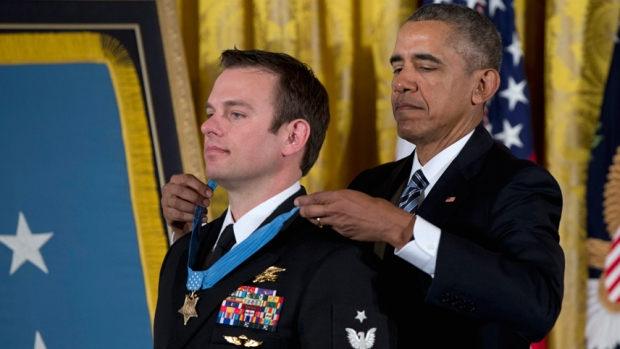[NATL] Navy SEAL Receives Medal Of Honor For Rescue