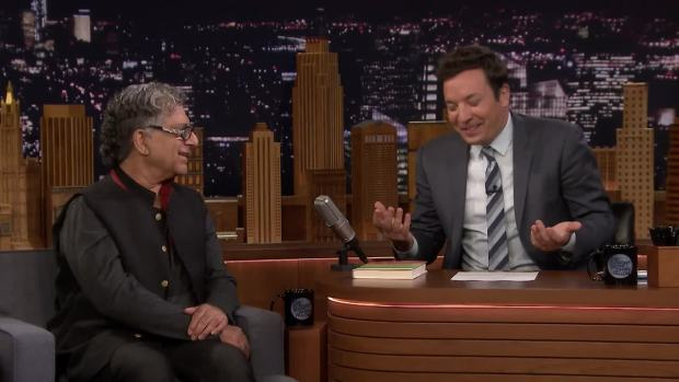 [NATL] 'Tonight': Deepak Chopra Guides Jimmy Fallon Through Meditation