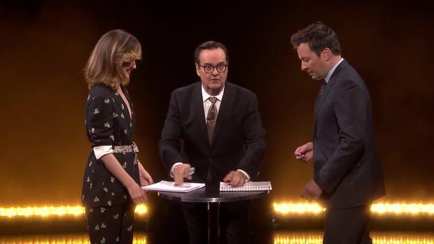 [NATL] 'Tonight': Rose Byrne Takes on Eye-to-Eye Jenga Challenge