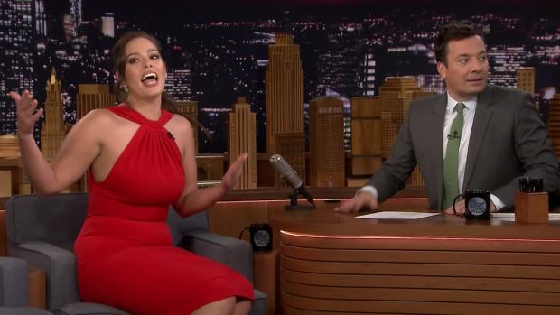 [NATL] 'Tonight': Kardashian Picked Spinach Out of Graham's Teeth