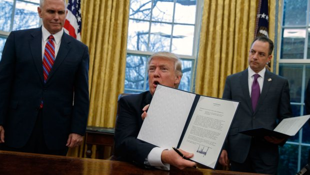 [NATL] Trump Signs Executive Order on TPP