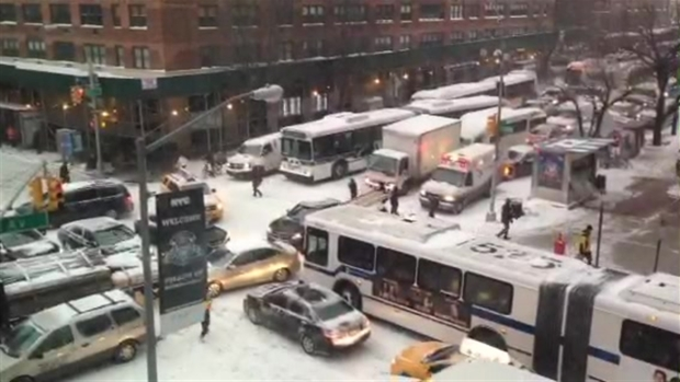[NY] Snow Causes Traffic Mess on Upper East Side