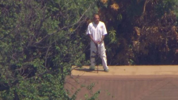 [GALLERY]Pursuit Leads to Armed Standoff in North Hollywood