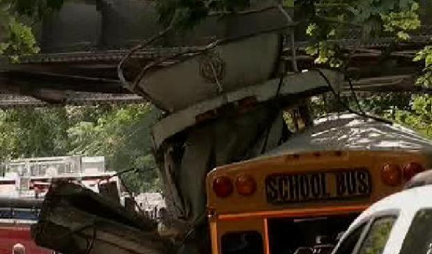 [NY] 1 Killed, Several Hurt in L.I. Bus-Truck Crash