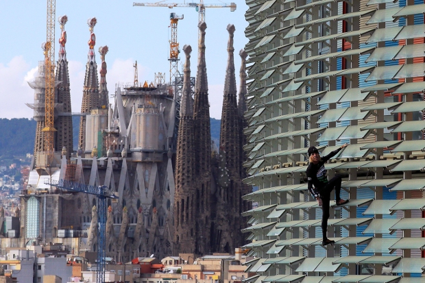 [NATL] French 'Spiderman' Scales Skyscrapers Harness-Free