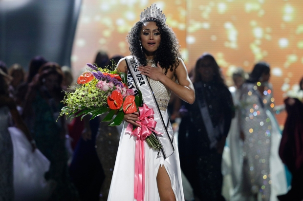 Top Celeb Pics: Scientist From DC Is Crowned Miss USA