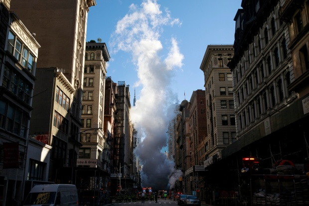 Top News: Steam From Pipe Explosion Engulfs NYC Block