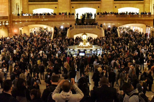 [NY] Grand Central Packed After East Harlem Fire Halts Metro-North Service