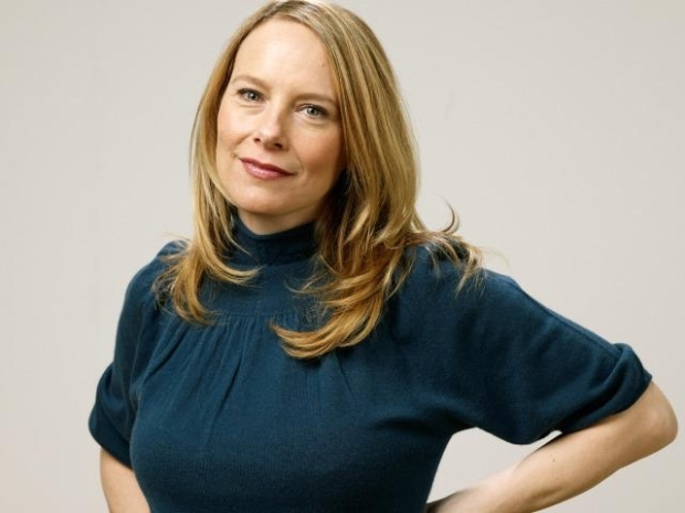 "[LXTV] Amy Ryan Wants to Say ""I Do"" To Steve Carell On ""The Office"""