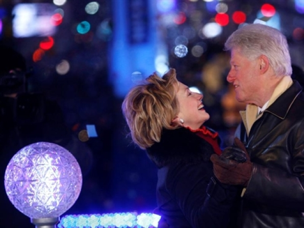 [NEWSC] Bill and Hillary Ring in the New Year
