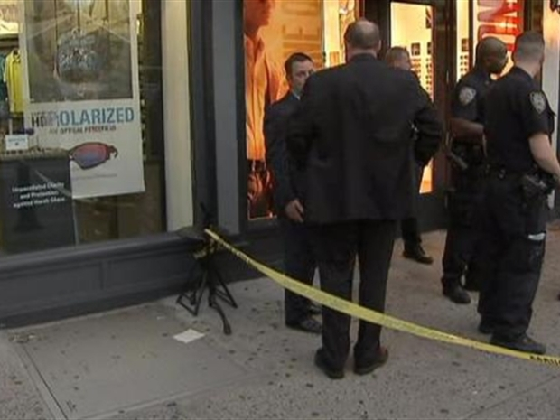 [NY] Man goes on stabbing spree in Chelsea