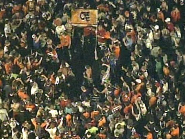 [PHI] RAW: Fans Celebrate Flyers Win at Cottman and Frankford