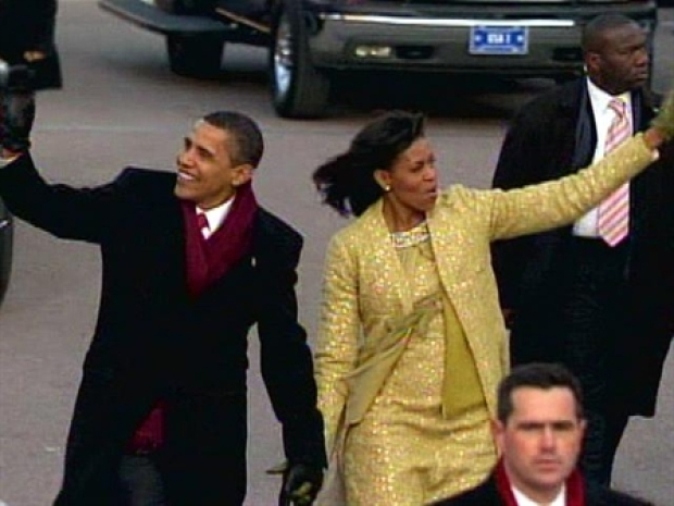 [NEWSC] Obama and First Lady Walk Parade Route