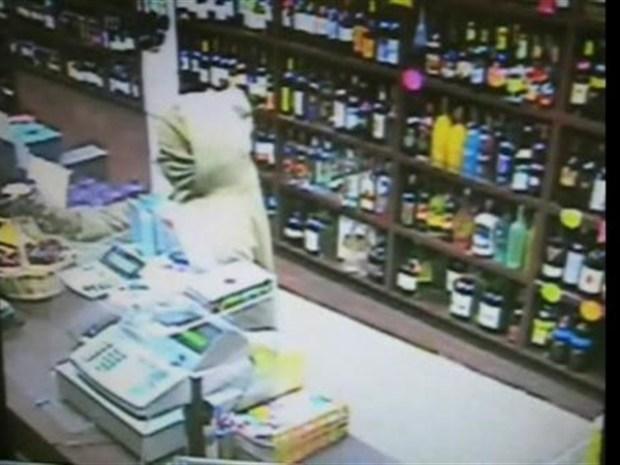 [NY] Surveillance Video of Brooklyn Liquor Store Robbery