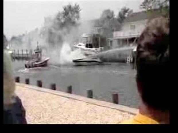 [NY] Boat Caught on Fire in Toms River