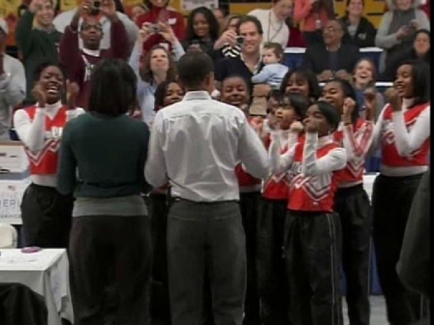 [DC] Cheerleaders Perform for Obama