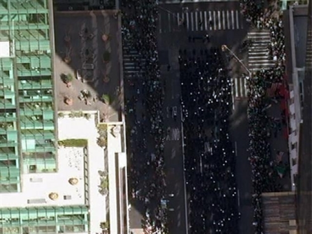 [NY] Aerial View: High Above St. Patrick's Day Parade