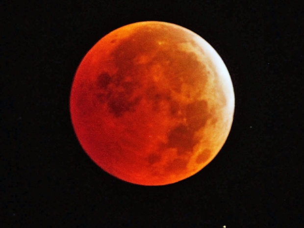 [NY] Amazing Time-Lapse Video of Full Lunar Eclipse