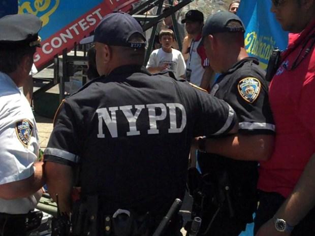 [NY]Video: Takeru Kobayashi Arrested at Coney Island
