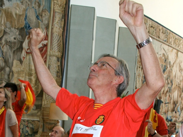 [NTSD] NitePics: Spanish Ambassador Celebrates World Cup Win