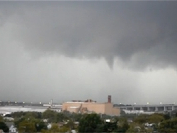 [NY] VIDEO: Funnel Cloud Forms over Perth Amboy