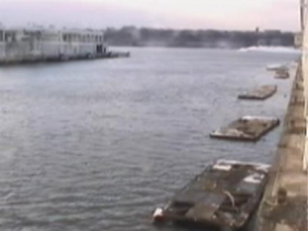 [NY] Video: River Landing Caught by Ferry Terminal