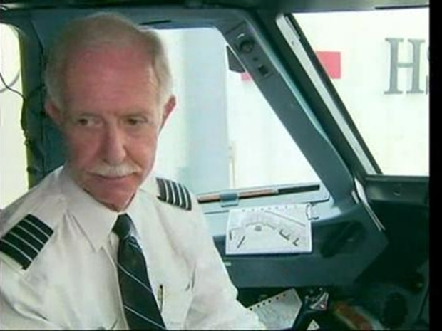 [NY] Capt. Chesley Sullenberger Pre-Checks Plane on First Flight Back