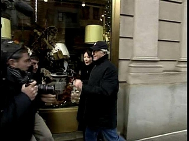 [NY] Bernard Madoff in Shoving Match With Reporters