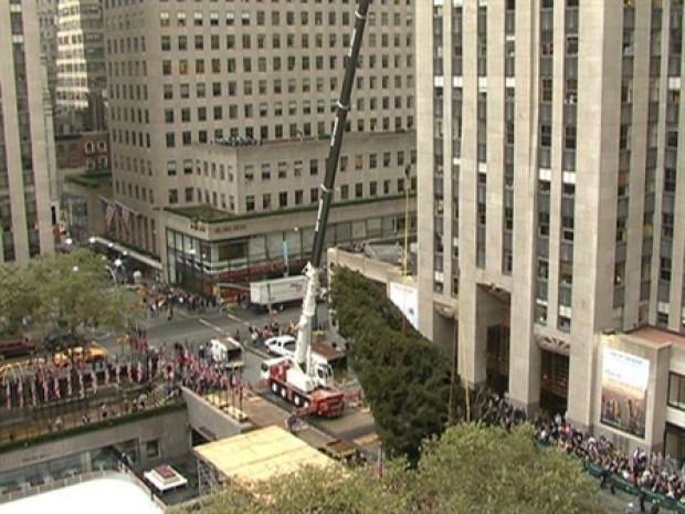 [NY] X-Mas Tree Goes Up in Rockefeller Plaza
