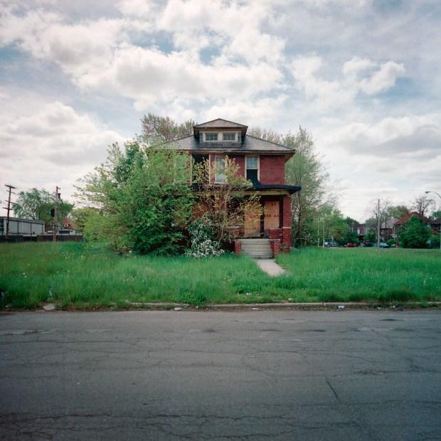 PHOTOS: 100 Abandoned Houses