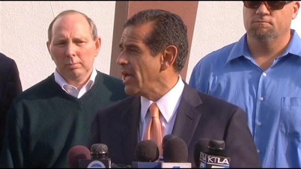 [LA] Los Angeles Mayor Antonio Villaraigosa comments on port strike