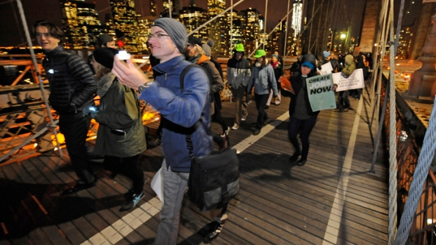 [NY] Occupy Wall Street Crosses Brooklyn Bridge
