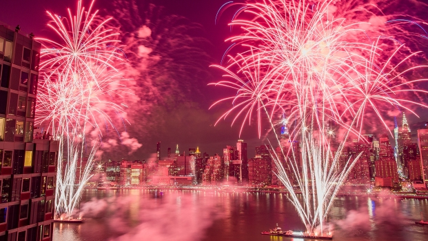 July 4 Fireworks Dazzle Spectators in NYC and NJ