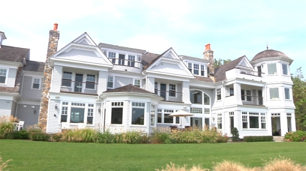 [LXTVN] Square Feet: Tour a Charming CT Waterfront Home