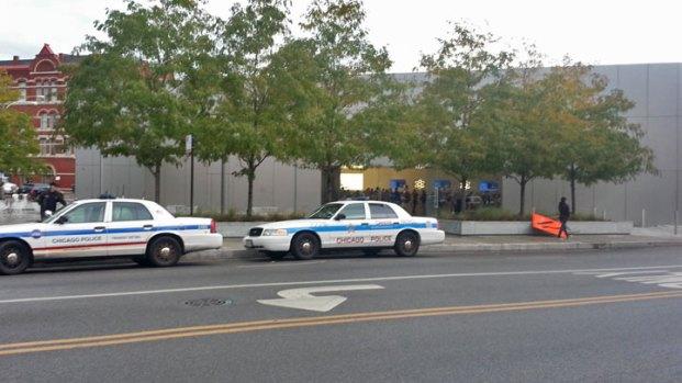 "[CHI] Cops on Alert for ""Apple Picking"""