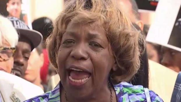 [NY] Eric Garner Mom and Community React to Pantaleo firing