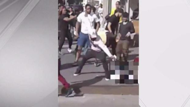 [NY] Five Men Violently Beat Street Vendor at His Own Stand: Police