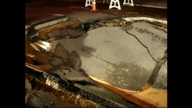 [NY] Pavement Collapses into Giant Sinkhole in Brooklyn