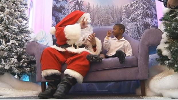 [MI] Signing Santa Brings Cheer to Kids at Dolphin Mall