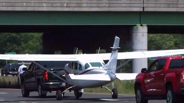 [NY] Small Plane Lands on Sunrise Highway