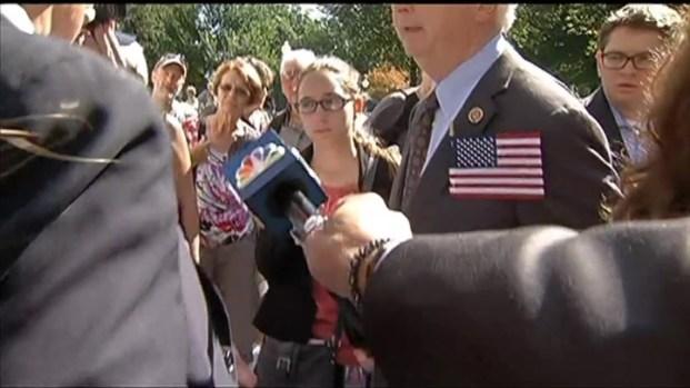 [DC] Congressman Confronts Park Ranger Over Closed WWII Memorial